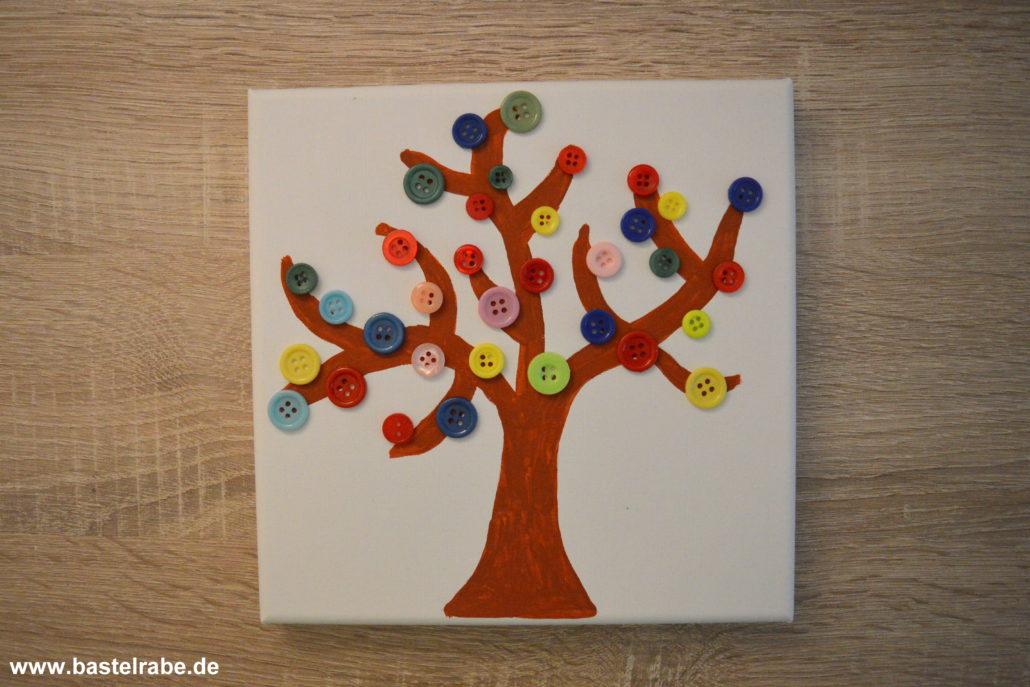 Baum Basteln Mit Knöpfen Und Keilrahmen Zum Bunten Frühlingsbild